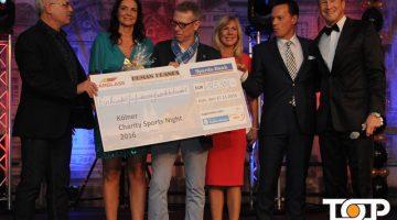 Die Initiatorin Gabi Pannicke (2.v.l.) freut sich über 125.000 Euro Spenden für Kinder in Not