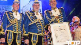 Präsident Markus Simonian (rechts) zum Generalmajor befödert
