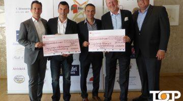 Marcus Petry (2.v.r) übergibt die Schecks über 13.000 Euro