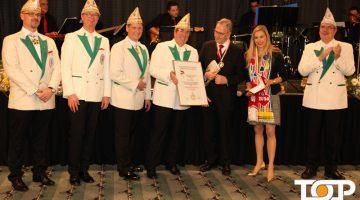 Hans Röhr wurde für seine Verdienste vom Festkomitee ausgezeichnet
