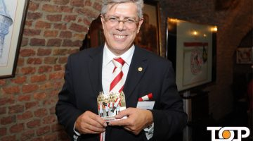 Präsident Heinz-Günther Hunold mit dem neuen Orden der Session 2018